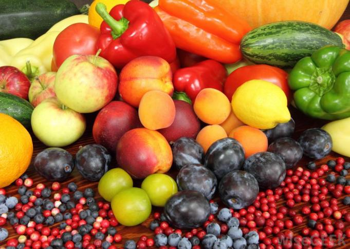 fruits-and-vegetables-together-in-a-pile